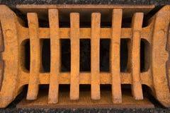 Rostiges Gitter eines Sturmabflusses Lizenzfreies Stockfoto