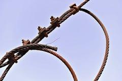 Rostiges industrielles Kabel lizenzfreie stockfotos