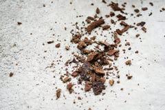 Rostiges Metall auf dem Boden stockbilder