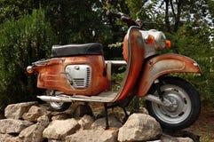 Rostiges Moped der Weinlese Stockfotos