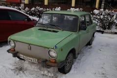 Rostiges Retro- Auto Lizenzfreie Stockbilder
