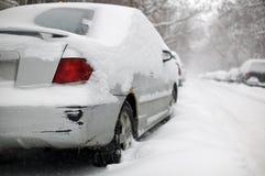 Rostiges schädigendes Auto gehaftet in Lizenzfreie Stockfotografie