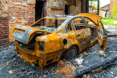Rostiges und gebranntes Autowrack Lizenzfreie Stockfotos