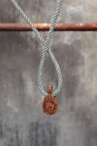 Rostigt block & gammalt rep Fotografering för Bildbyråer