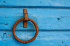 Rostigt dörrhandtag Arkivbild