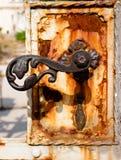 rostigt för metall för dörrknopp gammalt royaltyfria bilder
