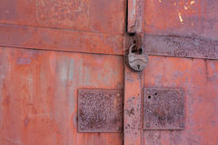 rostigt järn för 2 portar Arkivfoton