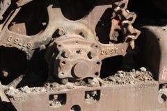 Rostigt järnbulldozerhjul royaltyfria bilder
