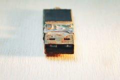 Rostigt kontaktdon för USB exponeringsdrev Arkivbilder