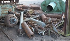 Rostigt metallavfall Arkivfoton