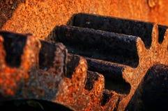 Rostigt och metalliskt kugghjul Arkivfoto