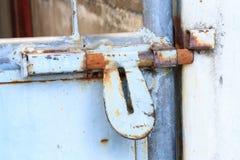 Rostigt på den gamla dörren Arkivbild