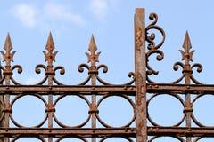 rostigt staket Arkivbild