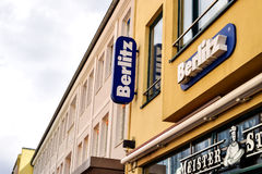 Rostock, Alemanha - 22 de agosto de 2016: escola de língua Berlitz fotografia de stock royalty free