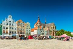 Rostock, Alemania: Vista del cuadrado central en la ciudad de Rostock imagen de archivo