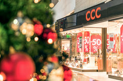 Rostock, Germania - 9 dicembre 2016: Acquisto di vendita di Natale Fotografia Stock Libera da Diritti