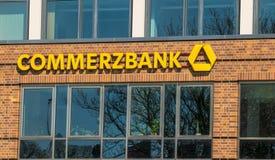 ROSTOCK, GERMANIA - 12 MAGGIO 2016: Commerzbank AG, tedesca Fotografia Stock Libera da Diritti