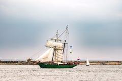 Rostock Tyskland - Augusti 2016: Avatar för seglingskepp på det baltiska havet fotografering för bildbyråer