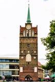 Rostock Tyskland - Augusti 22, 2016: Medeltida port för Kroepeliner Tor Arkivfoton