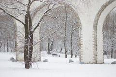 Rostokinsky akwedukt Łuk nad rzecznym Yauza Obrazy Royalty Free