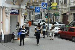 Rostov On Don Люди на улицах города Стоковое Изображение