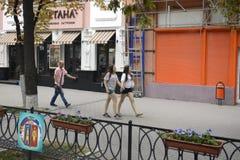 Rostov-On-Don Leute auf den Straßen der Stadt Lizenzfreie Stockbilder