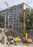 ROSTOV-ON-DON, RUSIA 24 de agosto - los martinetes estorban la pila encendido Fotografía de archivo
