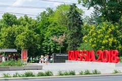 Rostov-On-Don, Russia, il 28 giugno 2018: L'iscrizione Russia 2018 per la coppa del Mondo 2018 nel parco di Gorkij Fotografie Stock Libere da Diritti