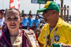ROSTOV-ON-DON RYSSLAND - JUNI 17, 2018: Grupp av brasilianska fotbollfans Royaltyfri Fotografi