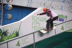 Rostov-On-Don Ryssland, September 26, 2013 - idrottsman nen hoppar på Arkivfoto