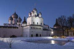 Rostov Groot, het Kremlin op een de winternacht, Rusland royalty-vrije stock foto