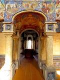 Rostov Kremlin Vecchia chiesa Vista interna dell'altare e della galleria Immagine Stock Libera da Diritti