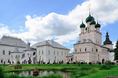 Rostov le grande, Cremlino, Russia Teologo rosso di John della chiesa e della camera Fotografia Stock Libera da Diritti