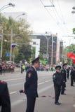 Rostov-na-Donu, RUSIA - mayo 9,2017: La procesión inmortal del regimiento en policías del regimiento de Victory Day Immortal guar Imágenes de archivo libres de regalías