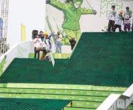 Rostov-op-trek aan, Rusland, 26 September, 2013 - de atletensprongen Stock Afbeeldingen