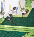 Rostov-op-trek aan, Rusland, 26 September, 2013 - de atletensprongen Stock Foto