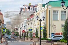 Rostov-op-trek, Rusland - Juni 28, 2018 aan: De Semashkosteeg is voet en auto bewegende straat royalty-vrije stock foto