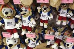 Rostov-op-trek, Rusland - Juni 9 2018 aan: Zacht speelgoed in de vorm van de officiële mascotte van de Wereldbeker van FIFA 2018  Royalty-vrije Stock Afbeelding