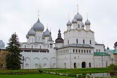 Rostov Velikiy, Rusland - kan, 05, 2016: Het Kremlin, Uspensky-Kathedraal Royalty-vrije Stock Foto's