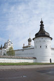 Rostov Velikiy, Ryssland -, kan 05, 2016: Kreml hörntorn av den Rostov Kreml Royaltyfri Bild