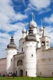 Rostov Veliky, Rusia - 21 de junio de 2015: Puertas santas y el Resurre Imagen de archivo