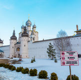 Rostov Veliky, 30 Rusland-Maart 2016 Tempels van Rostov het Kremlin in de winter, Gouden Ringstoerist Stock Afbeeldingen