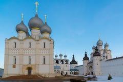 Rostov Veliky, Russia 30 marzo 2016 panorama del Cremlino di Rostov, turista dorato dell'anello Fotografie Stock