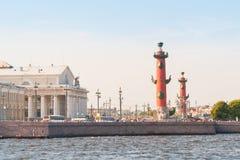 Rostral столбец и обмен Санкт-Петербурга Стоковые Фотографии RF