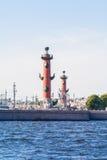 Rostral столбец и обмен Санкт-Петербурга Стоковая Фотография