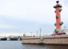 Rostral столбец на обваловке Neva Стоковое Фото