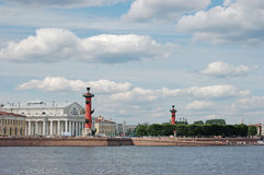 Rostral columns and building of the Stock Market Royalty Free Stock Photos