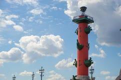 Rostral kolonn i St Petersburg royaltyfria foton