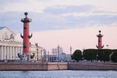 Rostral kolonn i St Petersburg Royaltyfri Foto