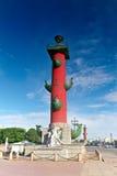 Rostral kolonn i St Petersburg i Ryssland Royaltyfria Bilder